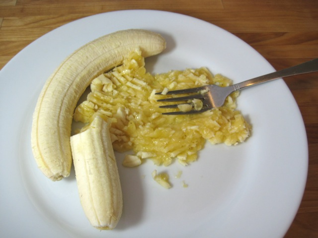 Mashing bananas with a fork