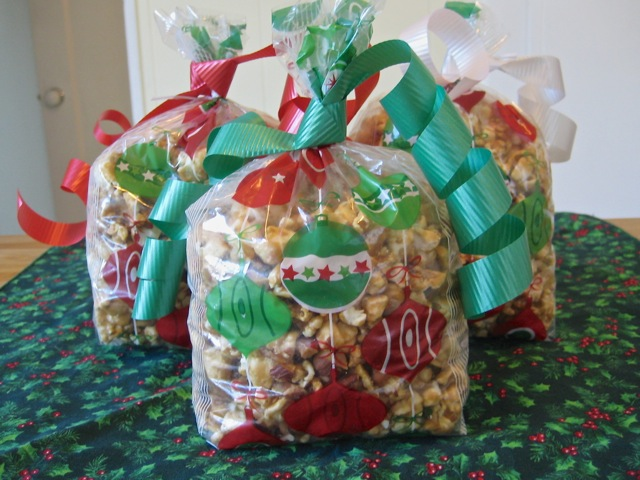 Caramel corn packaged in bags to be given away during the holidays