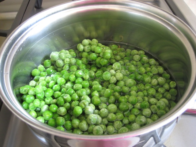 Peas in a pot, ready to cook