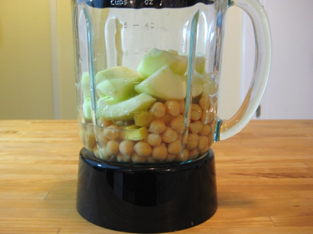 Ginger, garbanzo beans, apple, garlic, and broth in blender