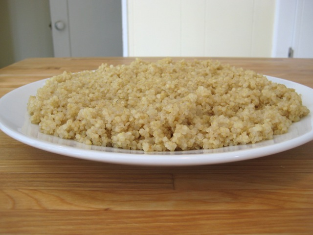 Cooling quinoa on a plate